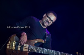 Al Turner on bass with Earl Klugh
